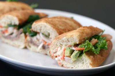 自家製パンで作るベトナムサンドイッチ「バインミー」。