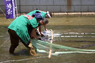 高田馬場の伝統文化に触れる夏「神田川染色体験&水元再現」イベント。