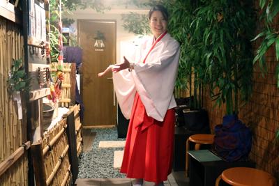 神社カフェっていったいなんだ?な不思議スポットで占い体験「神々の森神社」。