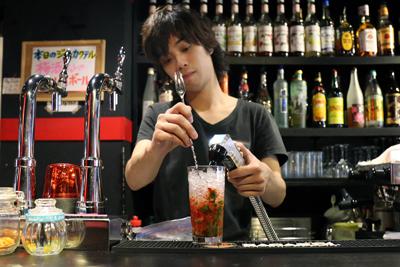 高田馬場ではここだけ?!フレアが見られるカフェ&バー「ピアクオーレ」。