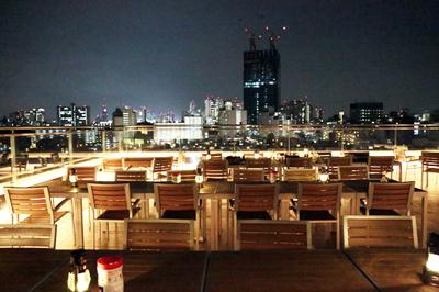 はたして神宮の花火は見えるのか!?サウンズテラスで夜景を満喫。