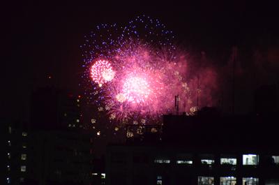 やっぱり見えた!サウンズテラスからの神宮外苑花火大会。