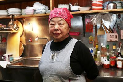 餃子荘ムロの餃子には歴史とか音楽とかいろいろ詰まってる。