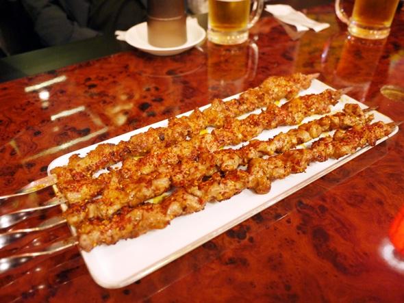 特大ラム肉の串焼き