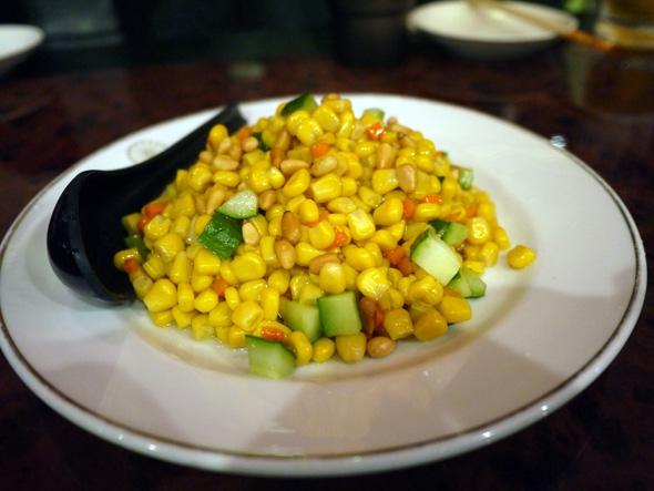 トウモロコシと松の実炒め