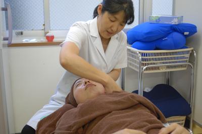 ヒトマチ教室第15弾! つらい肩・首に効く体操法 & 美容鍼で顔痩せを体験!