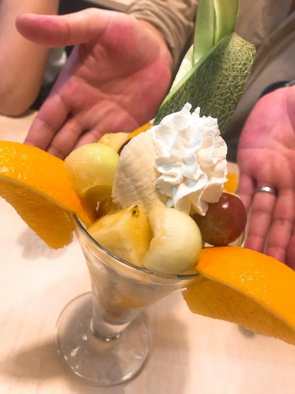 Udon Cafe Peru(うどんカフェペル)、フルーツのパフェ ミックス