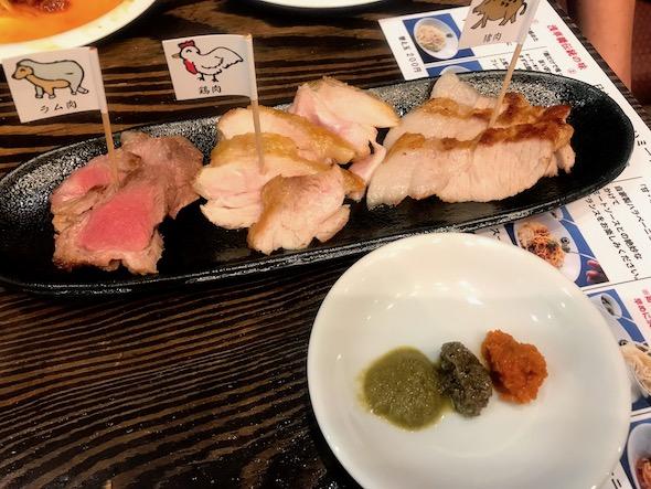 東京MEAT酒場高田馬場店がオープン、くらべ焼きおまかせ3種盛り。